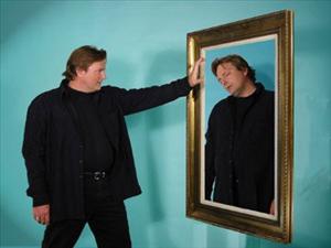 Pasqyra e shëmtuar