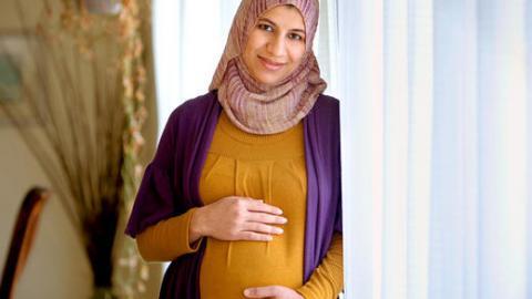 A duhet gruaja shtatzënë me paguaj fitra për fëmijën që e ka në bark?
