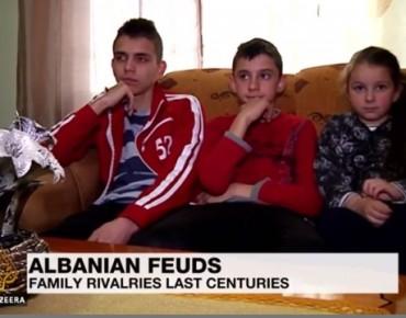 Al-Jazeera me reportazh për hakmarrjen në Shqipëri: Në gjak je, prej tij do të vdesësh! (Video)