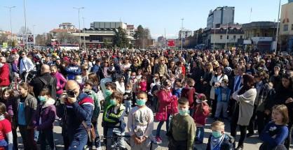 Tetovë, prindërit dhe fëmijët protestojnë kundër ndotjes (FOTO)
