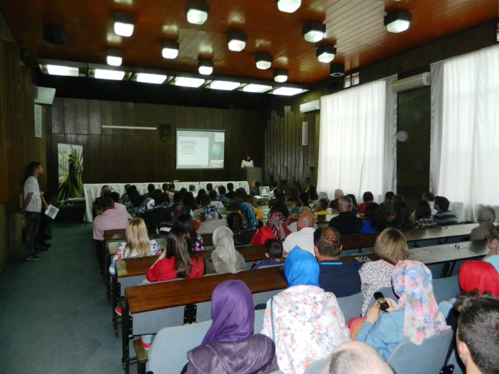 25 semimaturantë dekorohen si më të mirët e Tetovës nga FRI (1)
