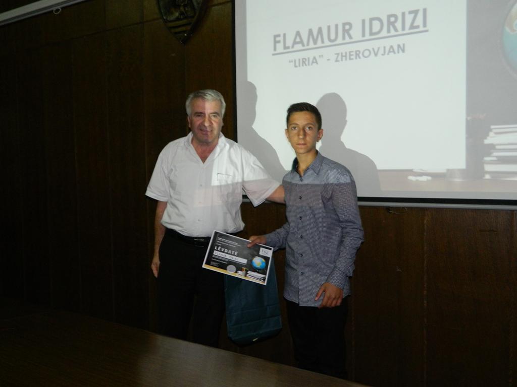 25 semimaturantë dekorohen si më të mirët e Tetovës nga FRI (13)