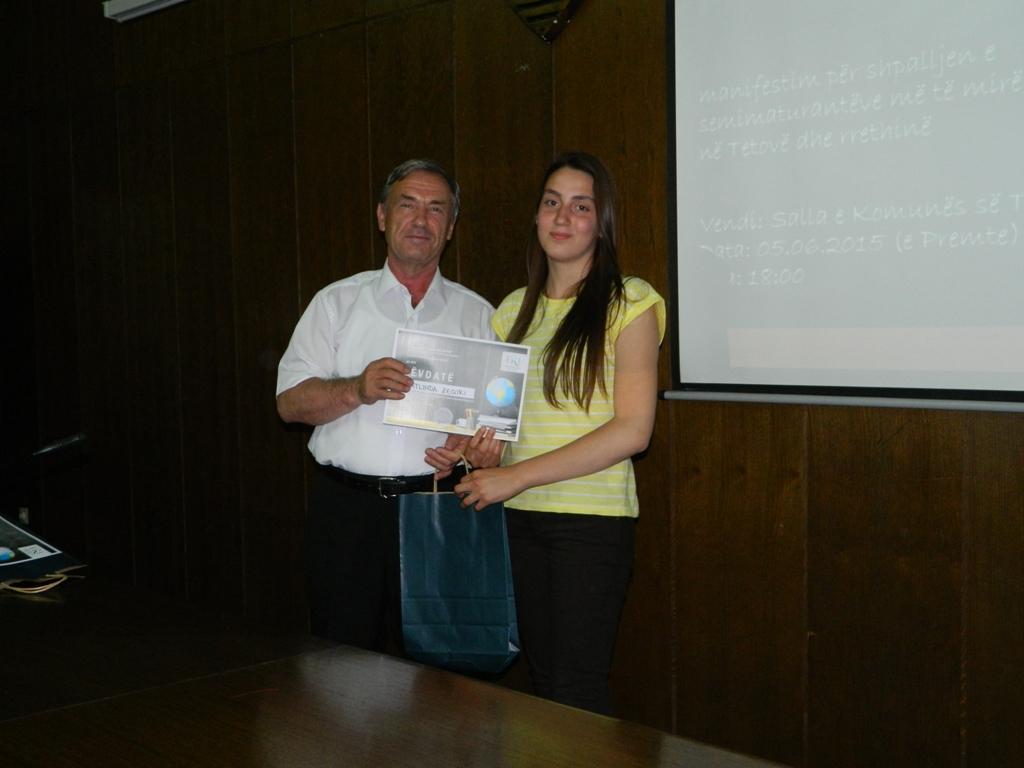 25 semimaturantë dekorohen si më të mirët e Tetovës nga FRI (15)