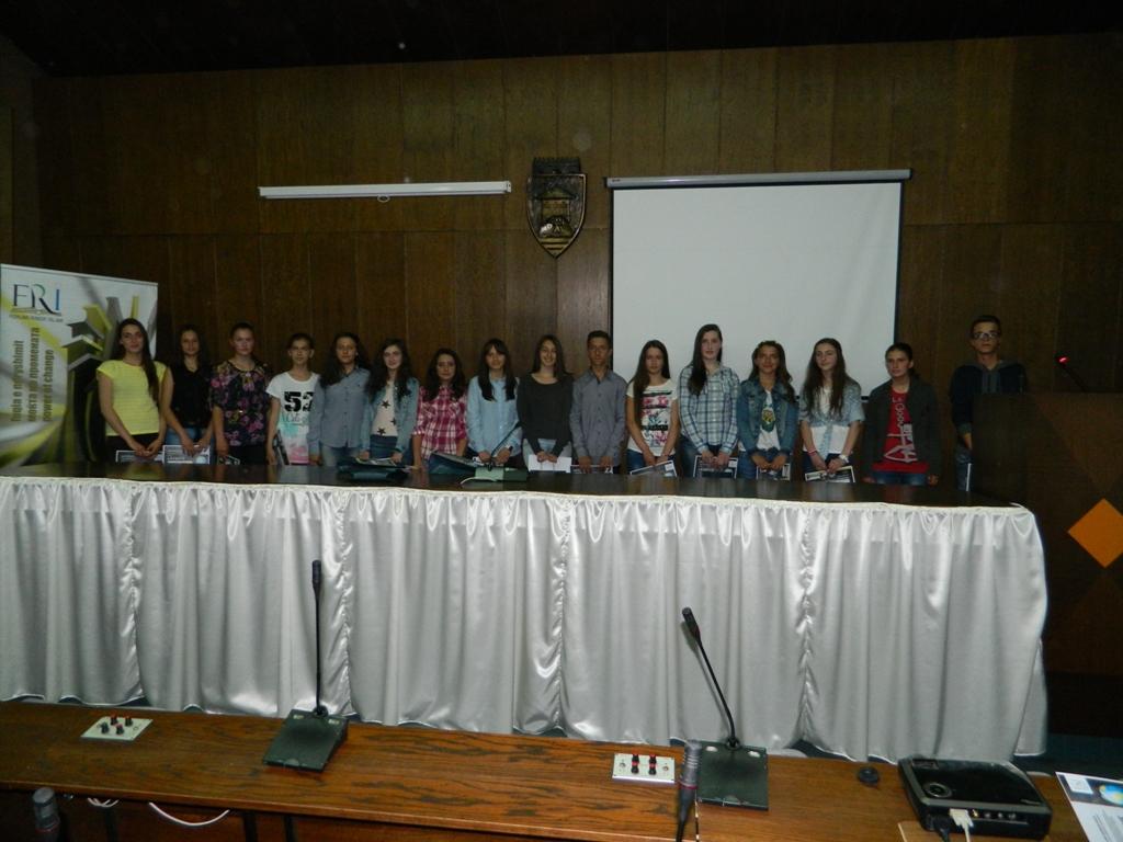 25 semimaturantë dekorohen si më të mirët e Tetovës nga FRI (20)