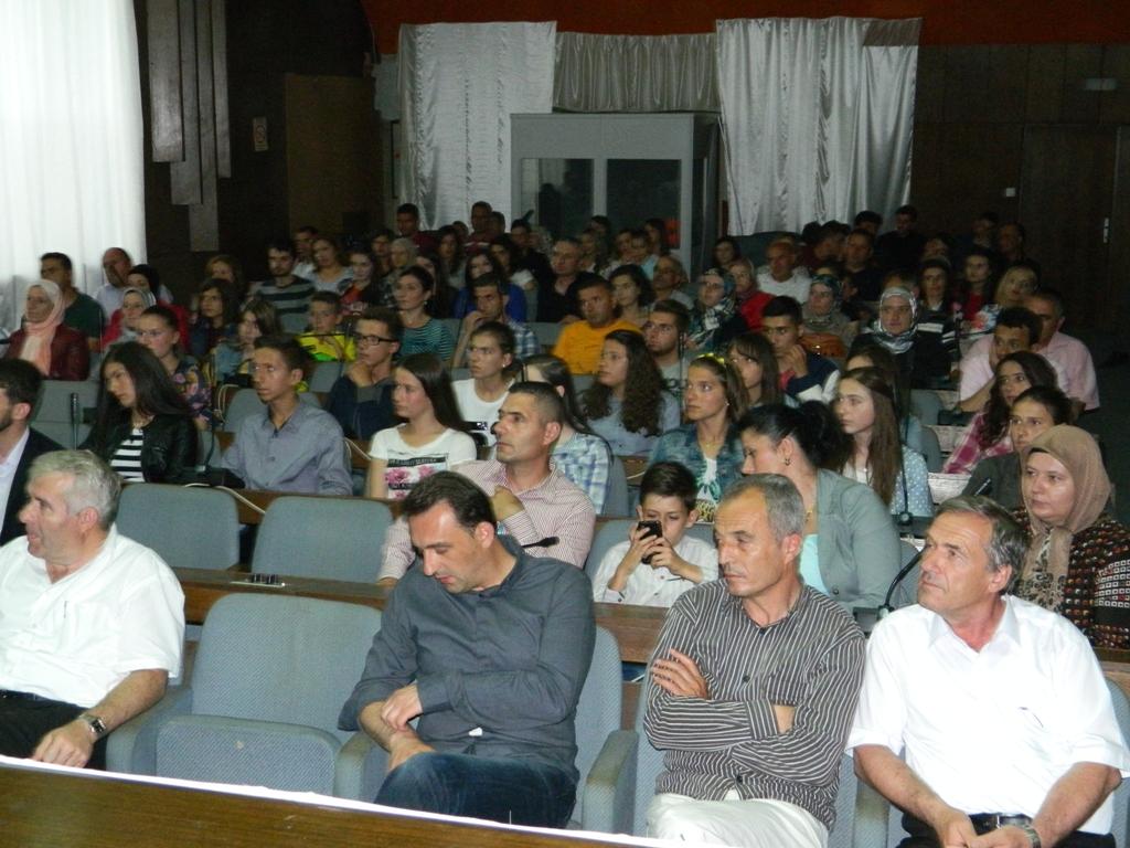 25 semimaturantë dekorohen si më të mirët e Tetovës nga FRI (4)