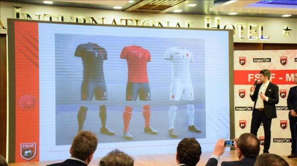 """Prezantohen fanellat e Kombëtares Shqiptare të Futbollit për """"Euro 2016"""""""