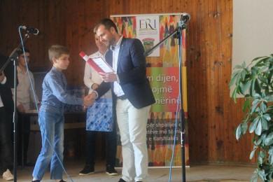 Shpërblehen semimaturantët më të mirë në rajonin e Karshiakës
