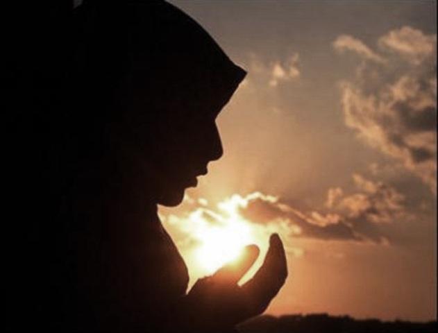 muslim-girl-praying