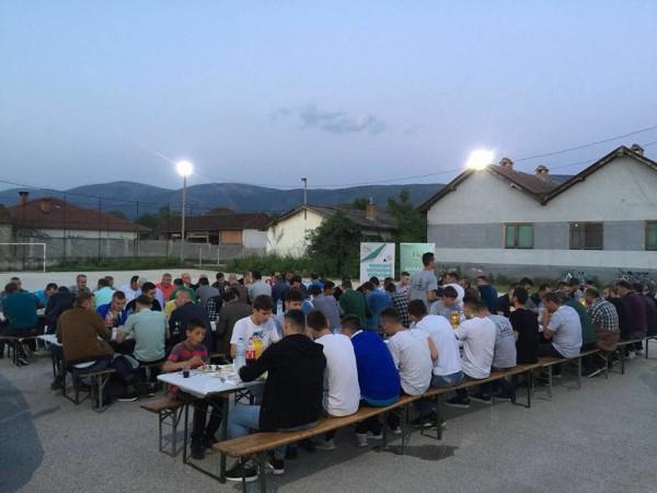 Në Shemshovë të Tetovës u shtrua iftar me aktivistë dhe përkrahës