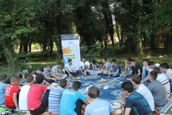 FRI – Shkup realizoi piknik njëditor në kuadër të Shkollës Verore
