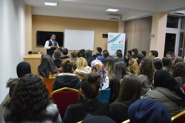 Hoxhë Hasan Baftijari ligjëroi në qendrën rinore në Tetovë